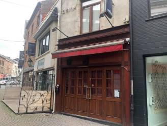"""Politie valt (opnieuw) binnen bij 'Café Bij Pieter' in centrum Tienen. Moeder uitbater springt in de bres: """"Probeer maar eens klanten te weigeren als cafébaas in deze periode"""""""
