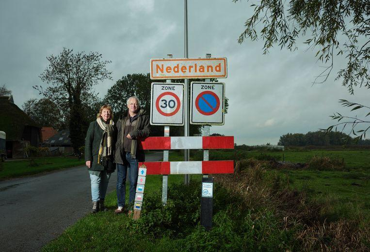 Sonja Teunis-Noordam en echtgenoot Dick Teunis, in hun woonplaats Nederland, een buurtschap van Overijssel.  Beeld Erik Smits
