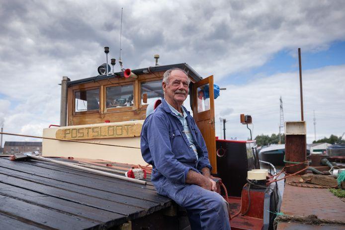 Frans Peeters is schipper van de Postsloot, een honderd jaar oud vrachtschip dat nog altijd in de Biesbosch vaart. Het schip gaat in onderhoud.