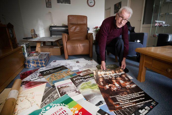Petro van Vondelen verzamelt affiches.