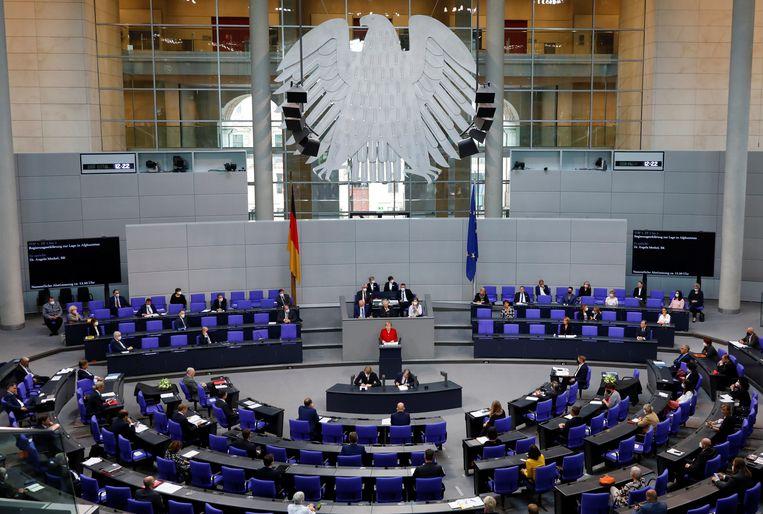 Angela Merkel houdt een toespraak in de Duitse Bondsdag. Beeld Reuters