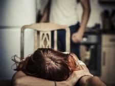 Man mishandelt met vader en broer ex-vriendin in Udenhout en neemt complete huisraad mee