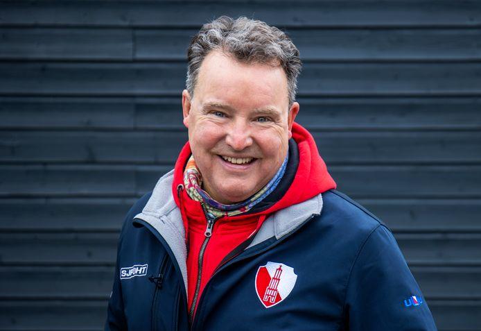 Paul Janmaat, mede-eigenaar van Baatjaas bij de Plus met zijn nieuwe jack.
