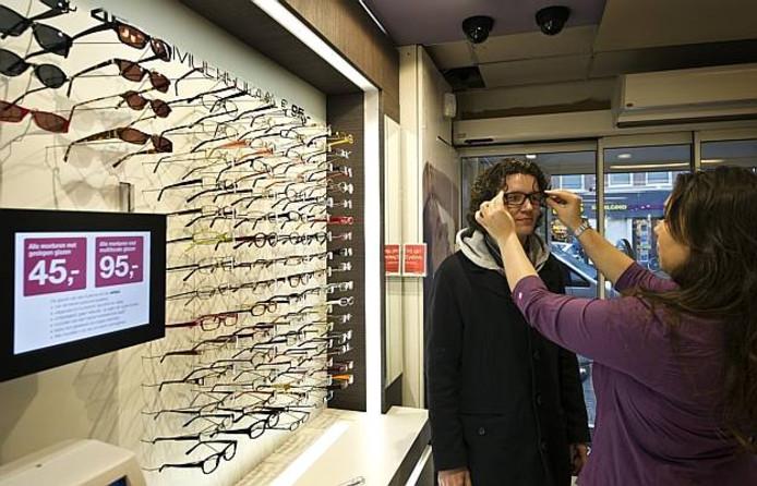 Het Nieuwkuijkse bedrijf Eyelove start in Amerika met een mobiele winkel die langs grote bedrijven gaat.