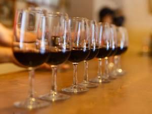 Pourquoi il faut choisir le deuxième vin le moins cher de la carte