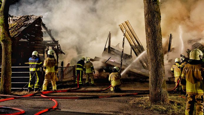 De schuur brandde volledig af.