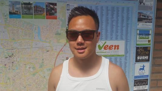 """De 23-jarige Sang Nguyen woont sinds zijn geboorte in de Haagse Beemden en wil er nooit meer weg. ,,Vroeger was het een beetje een achterstandswijk met veel hangjongeren. Nu zie je vooral veel jonge gezinnen."""""""