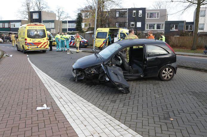 De politie dacht eerst dat het een voetganger betrof die onder de auto bekneld was geraakt.