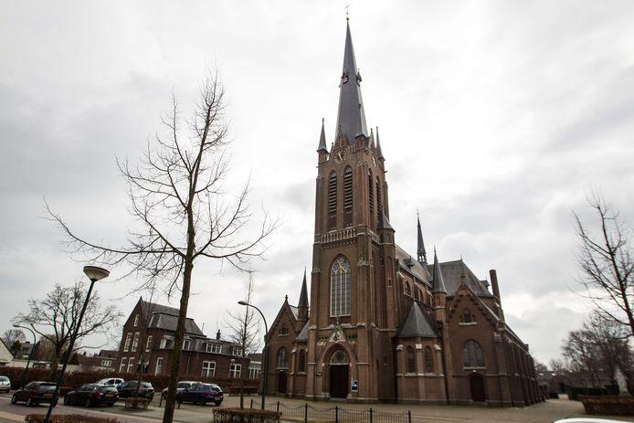 De leegstaande Leonarduskerk op de Donk zou straks 25 appartementen voor ouderen moeten tellen.