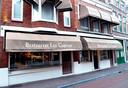 Al vijftien jaar een vertrouwd beeld in de binnenstad van Delft: Les Copains aan de Breestraat.