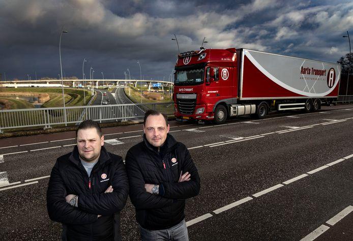 John Steenmetz (l) en Herman Steenhuis van Aarts Transport in Veldhoven.
