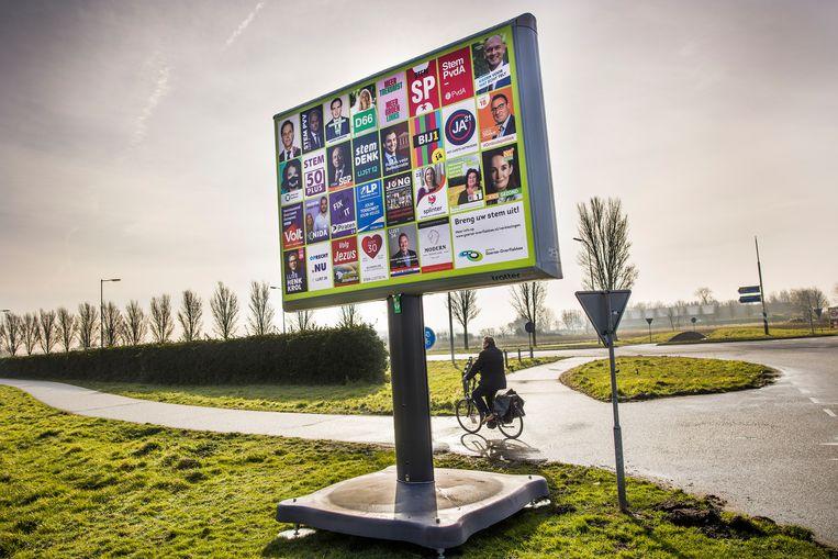 Verkiezingsbord in Sommelsdijk. Beeld Arie Kievit