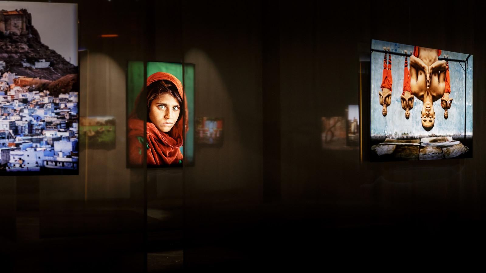 Het wereldberoemde werk Afghan Girl.