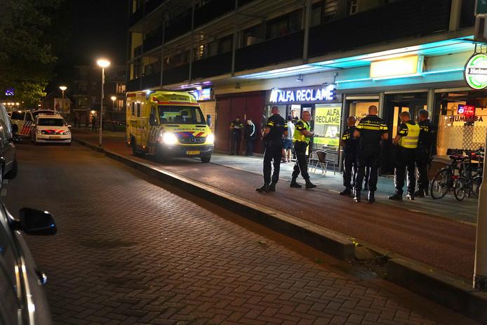 Een van de slachtoffers zou een café zijn ingevlucht.