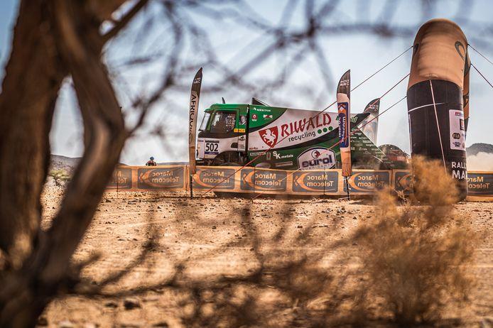 Het Riwald Dakar Team van Gert Huzink in actie tijdens de Rallye du Maroc.