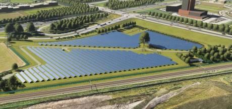 Zonnepark met 11.500 zonnepanelen geopend in Amstelwijck