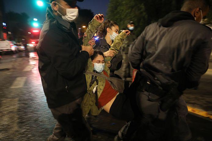 Mensen protesteren in Jeruzalem tegen vermeende corruptiepraktijken van de Israëlische premier Netanyahu.