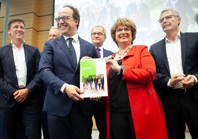 Lachende gezichten bij de presentatie van het pensioenakkoord in 2019