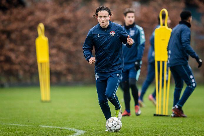 Jop van der Avert tijdens een training met de A-selectie van Willem II.
