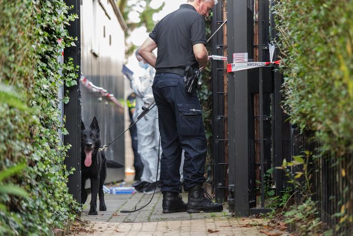 Onderzoek bij de benedenwoning na de dood van transgender Bianca in Arnhem.