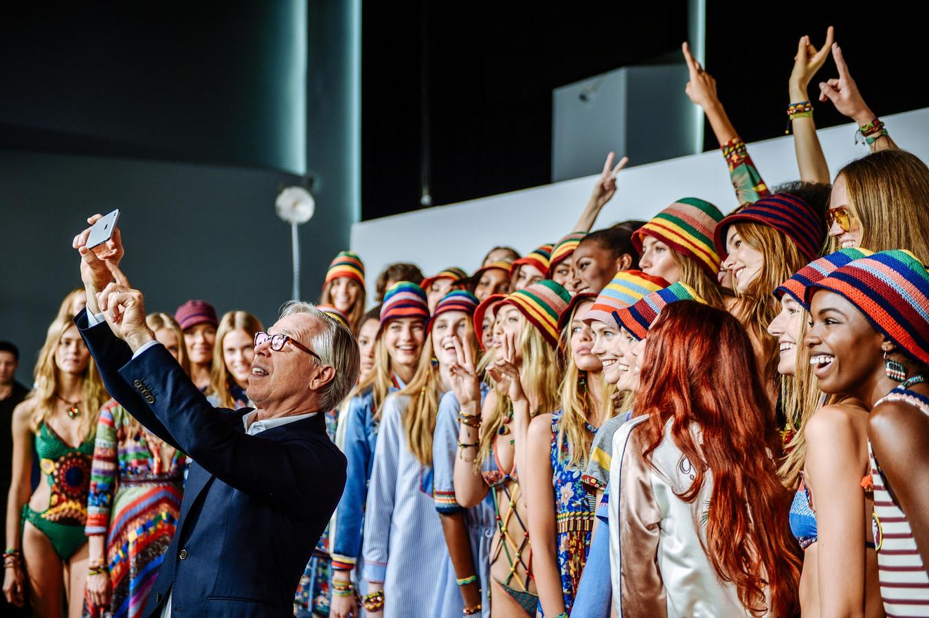 Tommy Hilfiger (links) vindt dat Facebook te weinig doet aan de aanpak van nepadvertenties van het beroemde modemerk.