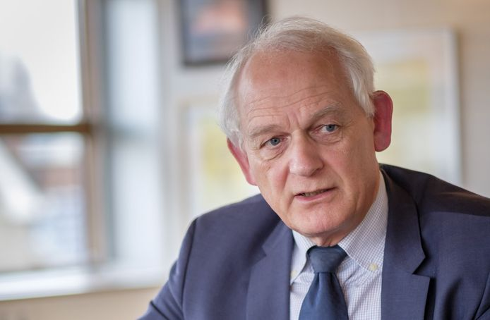 """De Schiedamse burgemeester Cor Lamers: ,,Ik  gedraag me zoals ik ben."""""""