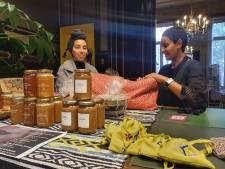 """""""Wat is de kost van een mensenleven?"""" Minister Kitir bezoekt fair trade markt in Borgerhout"""
