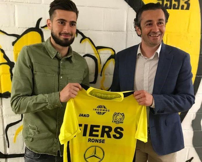 Bij Olsa Brakel zette de amper 21-jarige Belgische Kosovaar Visar Shala (links naast Olsa-CEO Bart Vermeulen) maandagavond zijn handtekening onder een overeenkomst voor volgend seizoen.