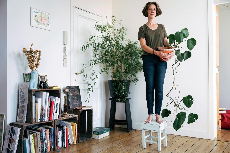 Leen Creve met een van haar lievelingsplanten. Beeld Damon De Backer