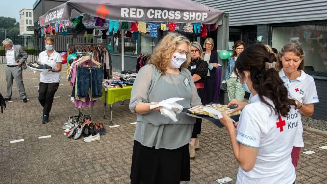 Rode Kruis verkoopt in Breda goedkope tweedehands kleding: voor het eerst in Nederland