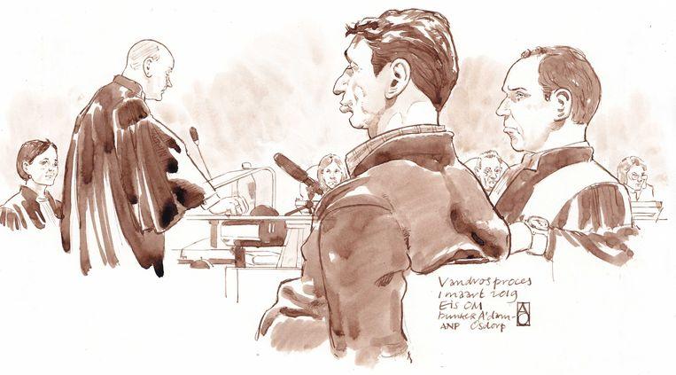 Willem Holleeder en zijn advocaat Sander Janssen tijdens de strafeis van het Openbaar Ministerie in de extra beveiligde rechtbank De Bunker in Amsterdam Osdorp.  Beeld ANP