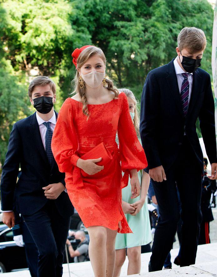 De prinses straalt in haar rode jurk van Natan.