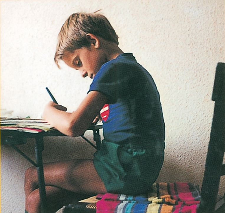 Toen Moeyaert zes jaar oud was: 'Ik zat in de keuken en tekende de godganse dag door, wat ik maar wilde. Soms tekende ik ook wat mijn moeder wilde.' Beeld Familiearchief