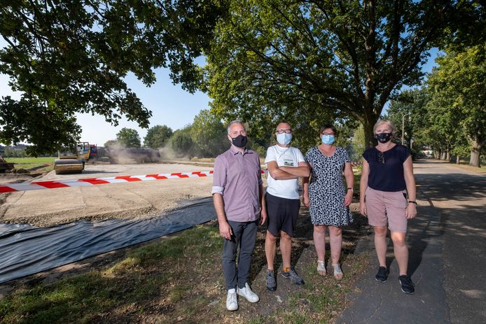 Joeri Van Deuren, Edwin Aerts, Monique Blancken en Christel Corstjens vormen actiegroep Leefbaar Papenhof