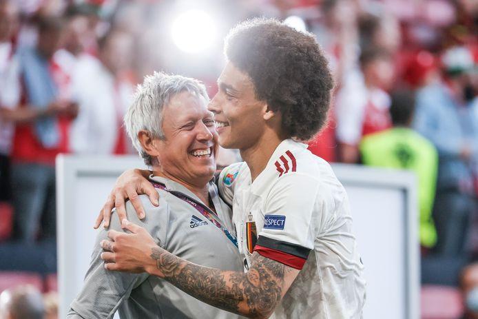 Lieven Maesschalck avec Axel Witsel après la victoire des Diables Rouges contre le Danemark.