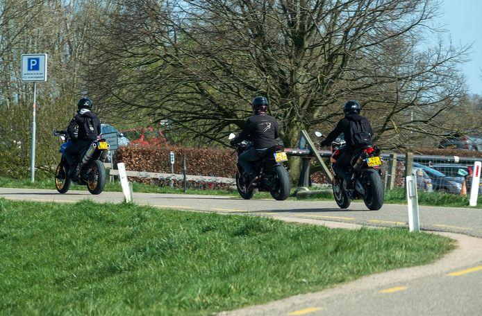 Op de dijken in de Ooijpolder wordt, zeker bij mooi weer, door motorrijders flink gas gegeven.