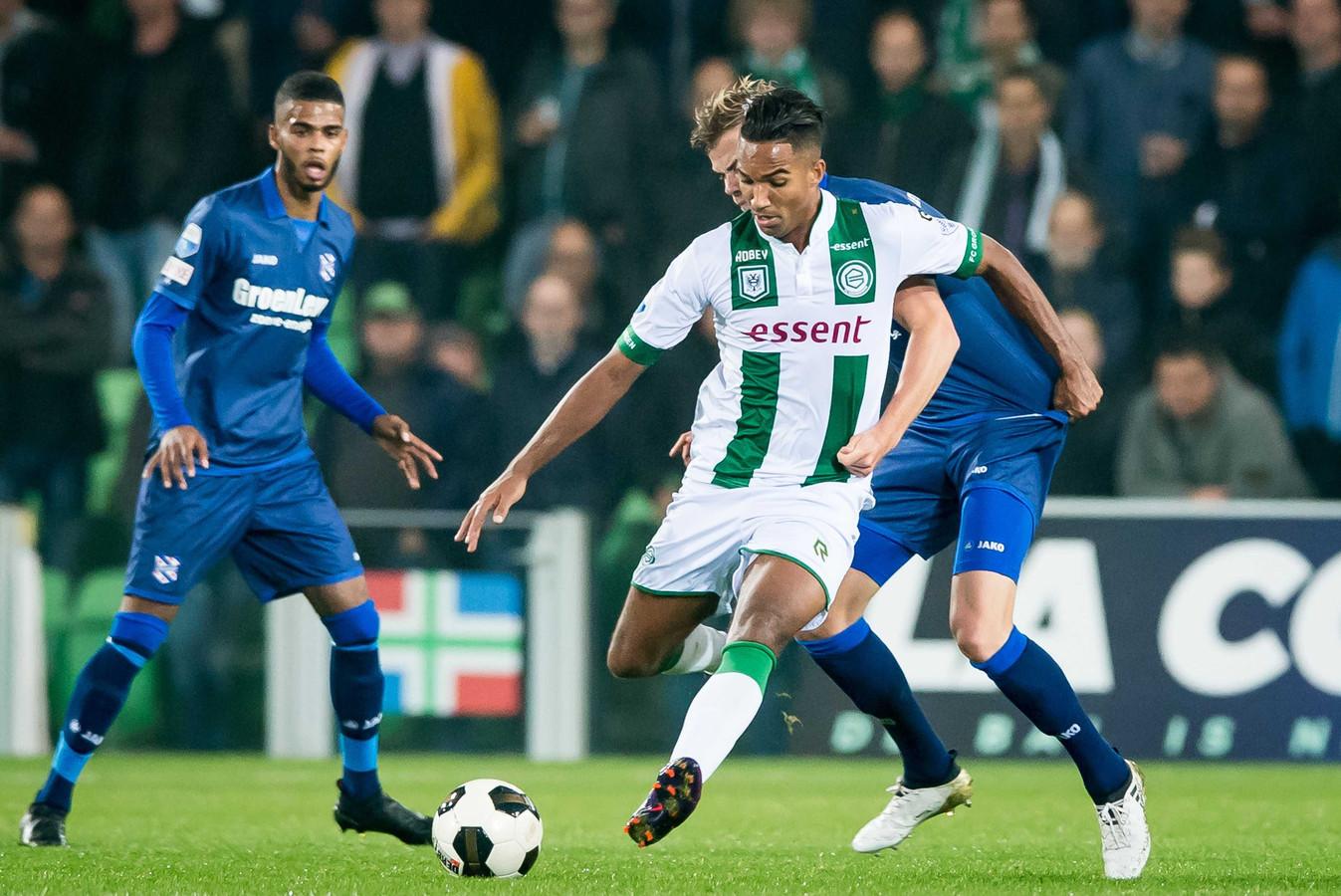 Danny Hoesen (midden) in actie tegen Heerenveen.