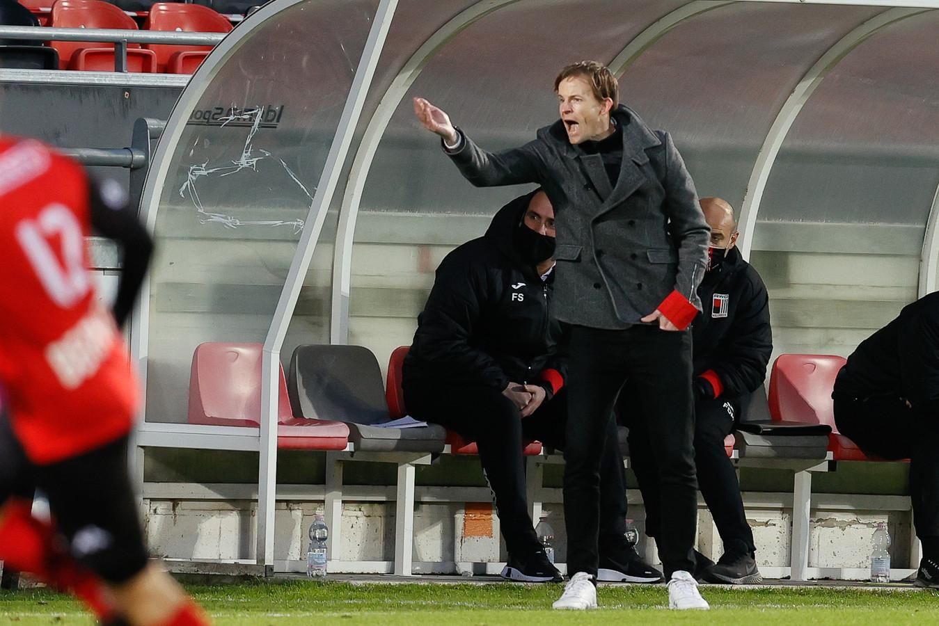 RWDM-trainer Vincent Euvrard denkt al aan volgend seizoen en liet de jonge Marlon Degryse vorige week debuteren