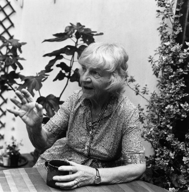 Naomi Mitchison in haar tuin in Londen.  Beeld Getty Images