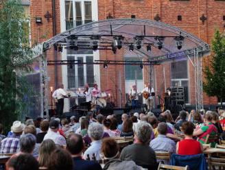 Dichter bij de Gentse Feesten kom je dit jaar niet: Luisterplein programmeert op speelplaats Sint-Lievens