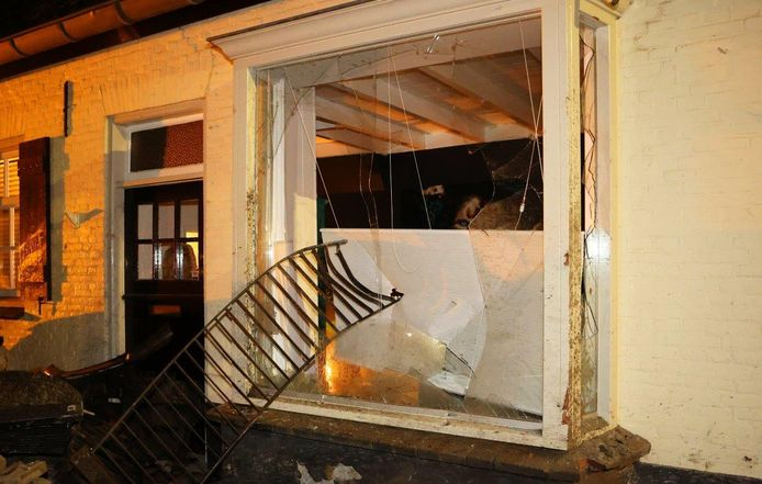 De schade aan het huis is aanzienlijk.