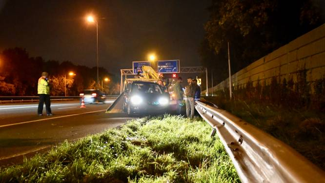 Auto klapt met hoge snelheid op voorganger bij Vianen