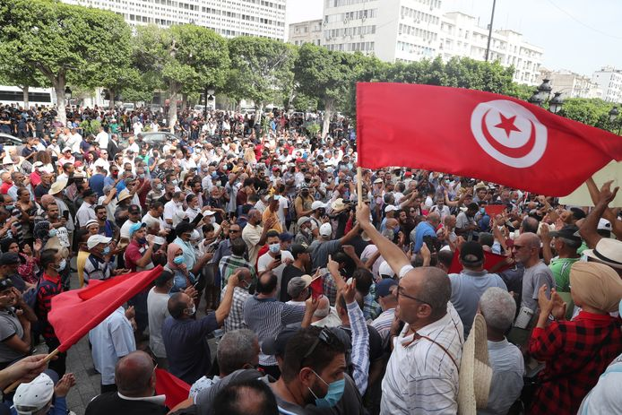 Het straatprotest tegen Kais Saied.