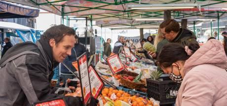 Marktkooplui Zwolle zien noodzaak mondkapje niet: 'Ze draaien door'