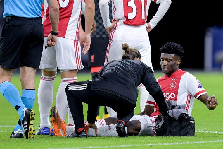 Mohammed Kudus raakte geblesseerd bij de wedstrijd tegen Liverpool.  Beeld BSR Agency