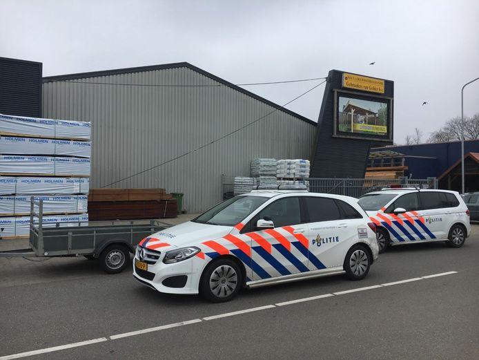 De politie heeft in Wezep een man aangehouden voor heling van een aanhangwagen.