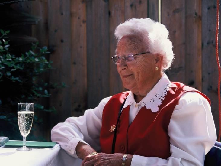 Corrie (100) was tot haar allerlaatste dag vrolijk en opgewekt. 'Ik gun iedereen zo'n oma'