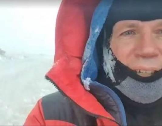 Brynjar Landmark loopt op Antarctica de Alternatieve Vierdaagse.