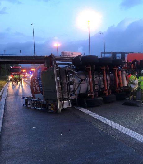 Un camion-citerne rempli de lait chocolaté provoque la pagaille sur le ring d'Anvers