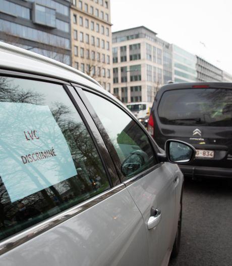 Chauffeurs Uber privés de smartphone à Bruxelles: un cortège de cent véhicules devant le cabinet Vervoort